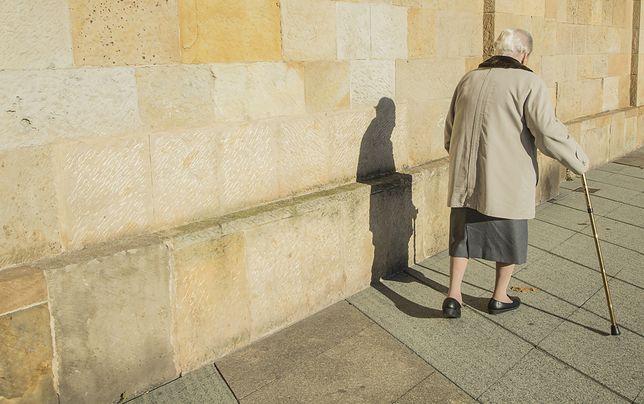 Staruszka przez 3 miesiące czekała na telefon