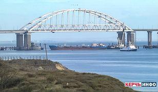 Rosja częściowo odblokowała ukraińskie porty na Morzu Azowskim. Na zdjęciu rosyjski statek blokujący Cieśninę Kerczeńską (25 listopad br.)