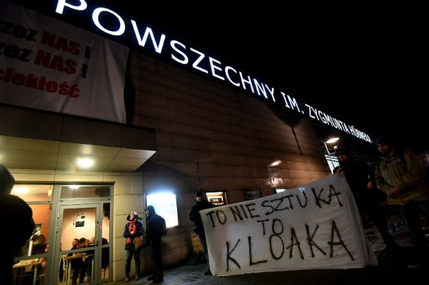 """Spektakl """"Klątwa"""" w Teatrze Powszechnym: prokuratura wszczęła śledztwo"""