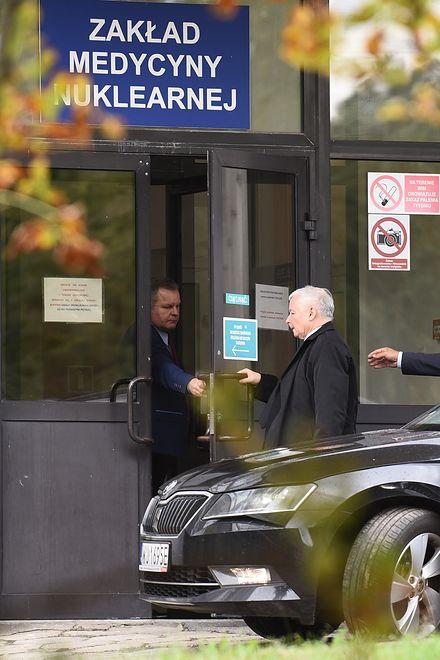 Prezes PiS w poniedziałek przyszedł do szpitala