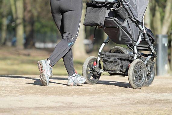 Potrącił kobietę z dzieckiem w wózku na pasach. Są poważnie ranni