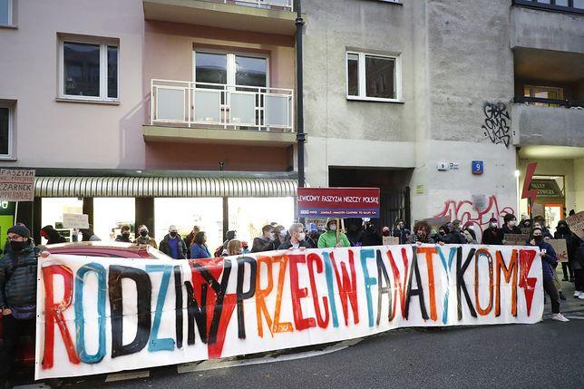Strajk kobiet w Warszawie. Protest przed siedzibą Ministerstwa Nauki