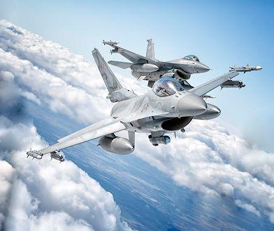 Para polskich F-16 nad Litwą