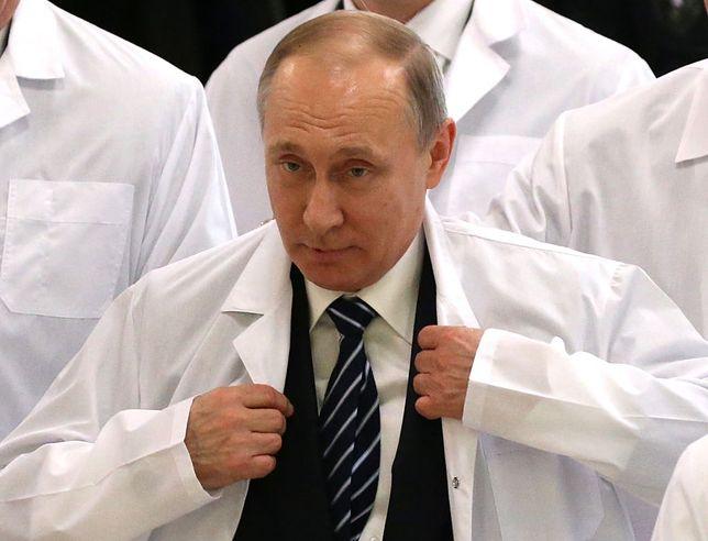 Wladimir Putin przyjął już pierwszą dawkę szczepionki na COVID-19. Nie wiadomo jednak, czy został zaszczepiony preparatem EpiVacCorona czy Sputnik V