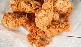 Domowa panierka jak z KFC. Przygotuj kurczaka, który smakuje jak z popularnej sieciówki
