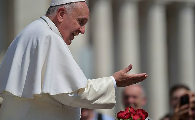 Papież Franciszek do wiernych: chciałbym, aby w Kościele klękano przed biednymi