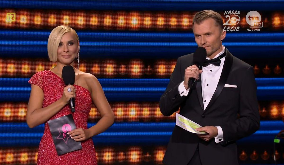 Piotr Jacoń u boku Anny Jędrzejowskiej. Na scenie w Sopocie z trudem powstrzymywał emocje.