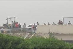 Horror w Chinach. Setki osób uwięzionych na wiadukcie w prowincji Henan