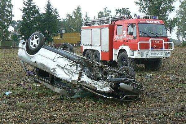 Wypadek samochodowy w Mąkoszynie. 24-letni kierowca nie żyje