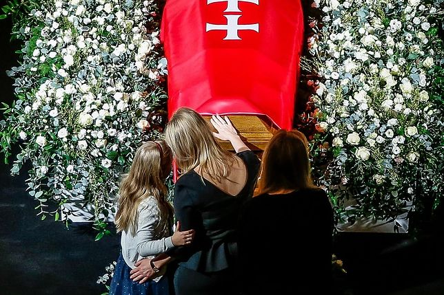 Magdalena Adamowicz i jej córki żegnają męża