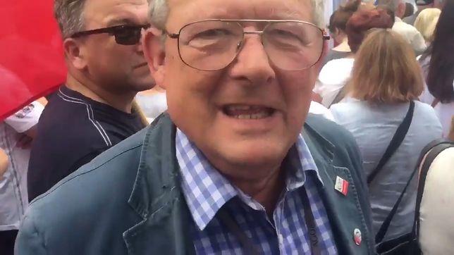 Adam Michnik na demonstracji w obronie sądownictwa