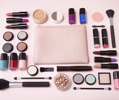 Zawartość kosmetyczki pozwoli ci szybko poprawić makijaż