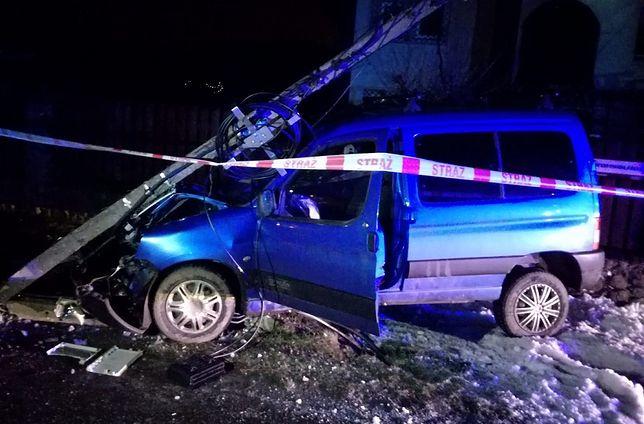 Bronisin. Kierowca pozbawił prądu mieszkańców miejscowości na kilka godzin / lodzka.policja.gov.pl