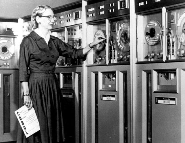 Grace Hopper jest bez wątpienia jedną z ciekawszych kobiet w historii. (Grace Hopper w 1952 roku)