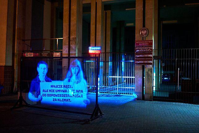 Marsz hologramów zorganizowany przez Młodzieżowy Strajk Klimatyczny.