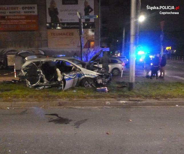 Śląsk. Wypadek w Częstochowie. Rozbity radiowóz (Fot.: policja.gov.pl)
