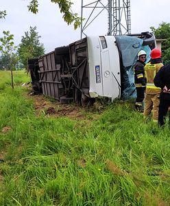 Jełowa. Wypadek autobusu z dziećmi. Lądował śmigłowiec LPR