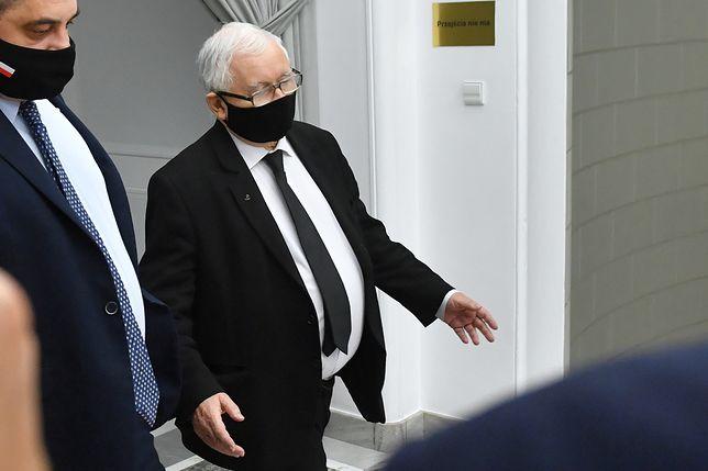 Jarosław Kaczyński był widziany wieziony do kościoła w kolumnie