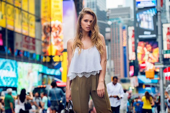 Do topów bieliźnianych można założyć eleganckie, materiałowe spodnie