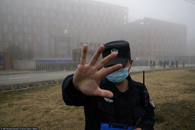 Koronawirus. Misja WHO w pilnie strzeżonym laboratorium w Wuhan (ZDJĘCIA)