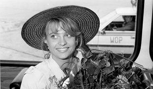 Aneta Kręglicka jako Miss World 1989 na lotnisku w Warszawie