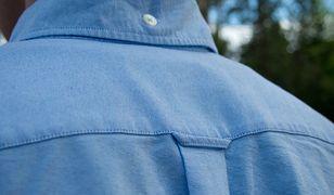 Mimo ewolucji fasonów i krojów koszul, pętelka pozostała niezmiennie na swoim miejscu.