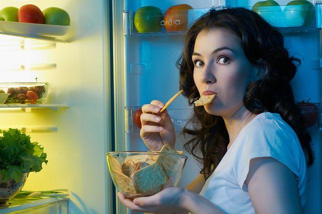 Szybkie jedzenie przyczyną tycia