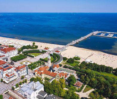 Sopot. Na plaży pojawiła się rura, która jest oblegana przez turystów
