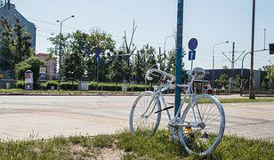 Po śmierci rowerzystki we Wrocławiu, w miejscu tragicznego wypadku ustawiono biały rower