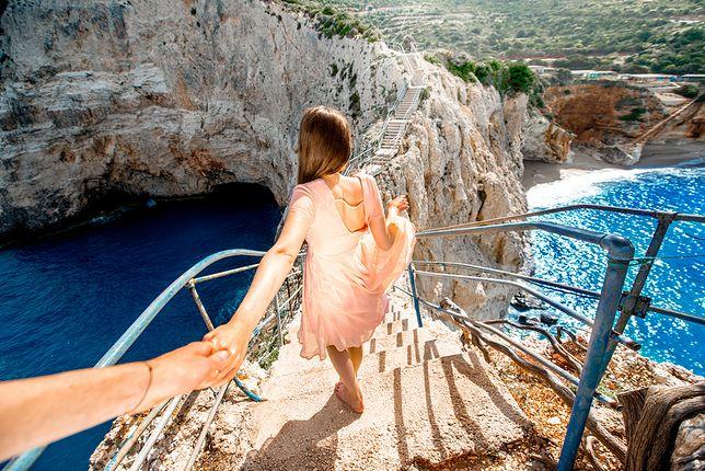 Surowe piękno natury i słoneczne popołudnia zachęcają do zwiedzania Grecji