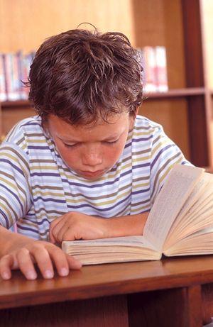 Uczniowie spędzają lato z obowiązkowymi książkami na wakacje