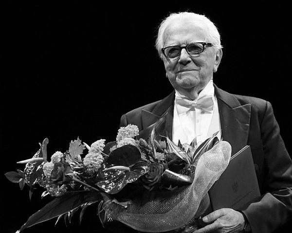 Andrzej Łapicki w czasie wieczoru jubileuszowego, z okazji 65-lecia pracy artystycznej (zdj. arch.)
