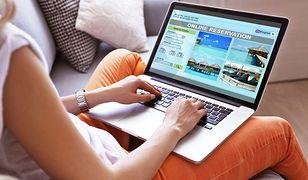 Połowa internautów UE rezerwuje noclegi online. Polacy na szarym końcu