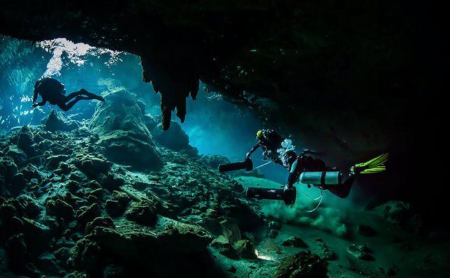 Pływanie w jaskiniach. To sport ekstremalny dla najbardziej doświadczonych nurków.