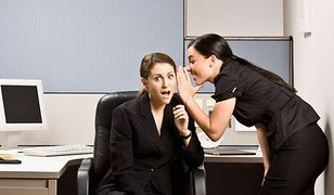 Plotkowanie w pracy – powód do zwolnienia?