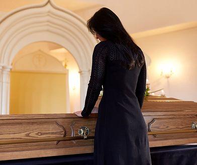 Śmierć małżonka jest jedną z najbardziej stresujących rzeczy w życiu