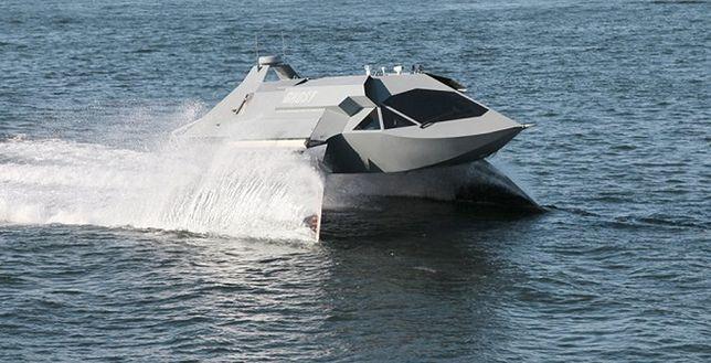 Połączyli myśliwiec, pojazd Batmana i łódź w jedną maszynę