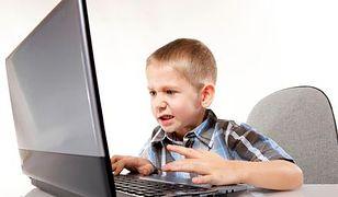 Gry komputerowe i telefony szkodzą dziecięcym kręgosłupom