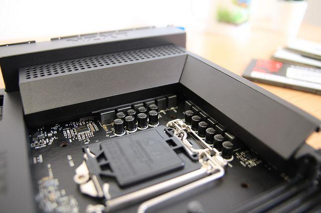 Osiem plus dwie fazy vrm zarządzane przez kontroler Intersil ISL69269 poradzą sobie z i9.