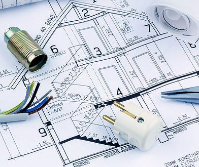W domu jednorodzinnym przyjmuje się zapotrzebowanie na moc rzędu 12-18 kW.