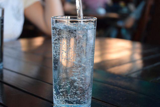 Woda przecieka nam przez palce
