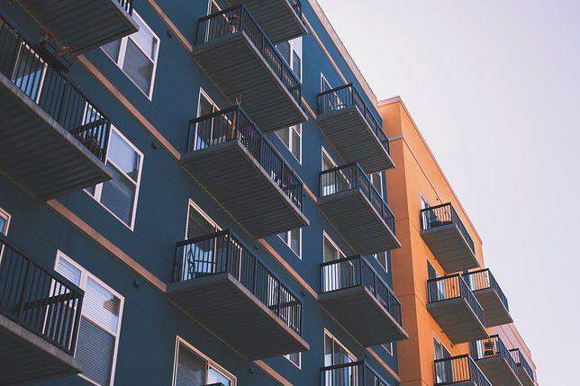 Spodziewana podwyżka stóp procentowych NBP, która zwiększy oprocentowanie nowych oraz spłacanych kredytów mieszkaniowych w PLN