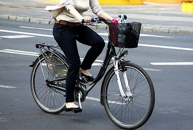 Jazda rowerem z telefonem surowo zabroniona. Kraj cyklistów zaostrza przepisy