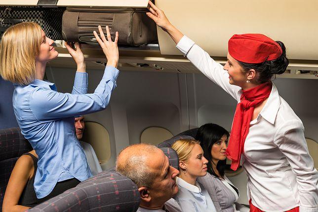 Marzysz o karierze stewardesy? Ten wymóg może cię zdyskwalifikować