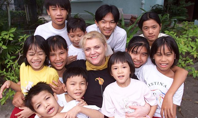Jej dzieciństwo było koszmarem, dziś pomaga tysiącom bezdomnych dzieci