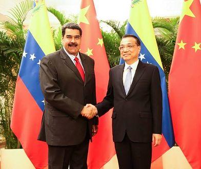 Wenezuela pogrąża się w głodzie i kryzysie, a prezydent Maduro stołuje się w wykwintnej restauracji.