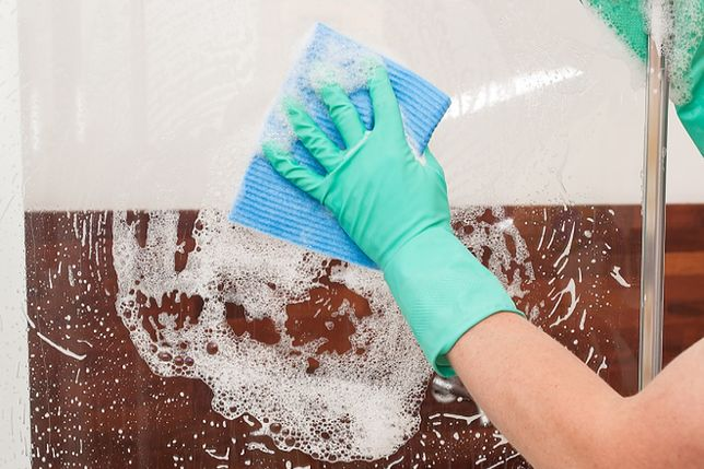 Jak wyczyścić kabinę prysznicową?