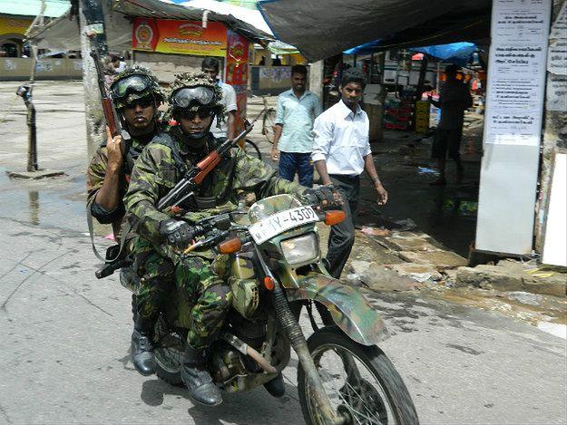 Patrol w czasie tamilskich protestów - Dżafna, listopad