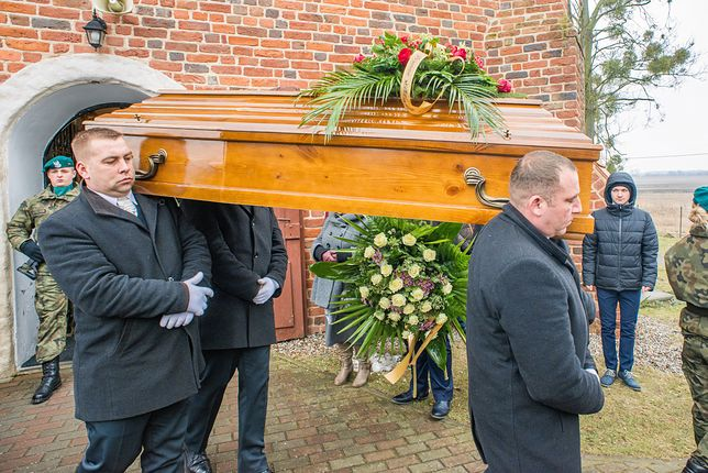 Pogrzeb najstarszego Polaka, w trumnie było inne ciało. Policja sprawdza, czy doszło do znieważenia zwłok