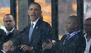 Barack Obama i tłumacz (po prawej)